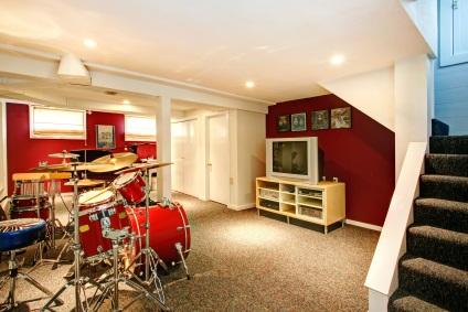 Schlagzeug im Keller