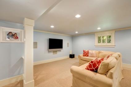 Sofa im Keller